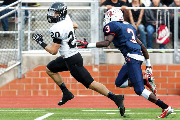 Steele's Matthew Mayle (left) races past Roosevelt's Khalid Mitchell on his way to a 52-yard touchdown during the first quarter of their Class 5A Division II second round playoff game at Heroes Stadium on Nov. 23, 2012.  Mayle scored two more touchdowns on the day to help the Knights come away with a 45-0 victory over Roosevelt.  MARVIN PFEIFFER/ mpfeiffer@express-news.net Photo: MARVIN PFEIFFER, Express-News / Express-News 2012