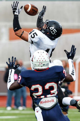 Steele linebacker Garth Tubbs (top) tries to intercept a pass intended for Roosevelt's Carl Whitley duringthe first quarter of their Class 5A Division II second round playoff game at Heroes Stadium on Nov. 23, 2012.  Steele won the game 45-0.  MARVIN PFEIFFER/ mpfeiffer@express-news.net Photo: MARVIN PFEIFFER, Express-News / Express-News 2012