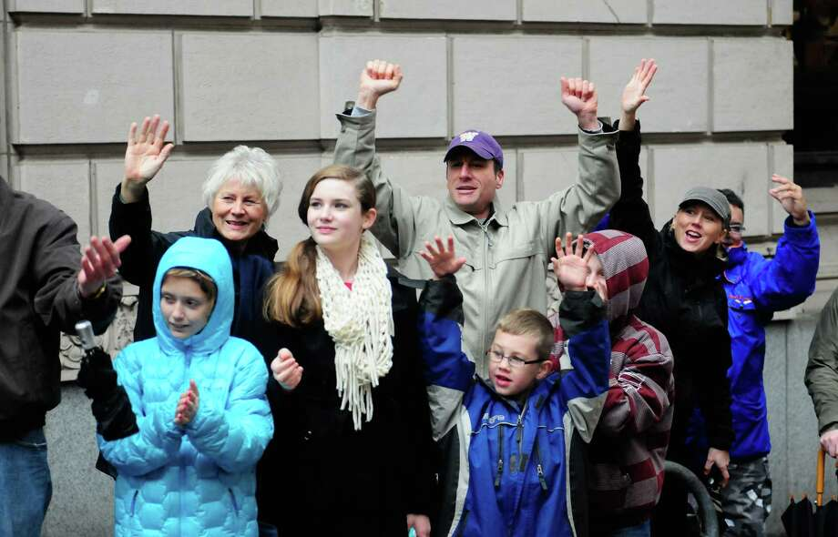 People shout and cheer for parade participants to throw them Frangos and candy canes. Photo: LINDSEY WASSON / SEATTLEPI.COM