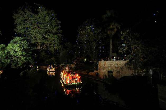Floats prepare to start the 30th annual Ford Holiday River Parade  & Lighting Ceremony on the River Walk in downtown San Antonio on Friday, Nov. 23, 2012. Photo: Billy Calzada, San Antonio Express-News / SAN ANTONIO EXPRESS-NEWS