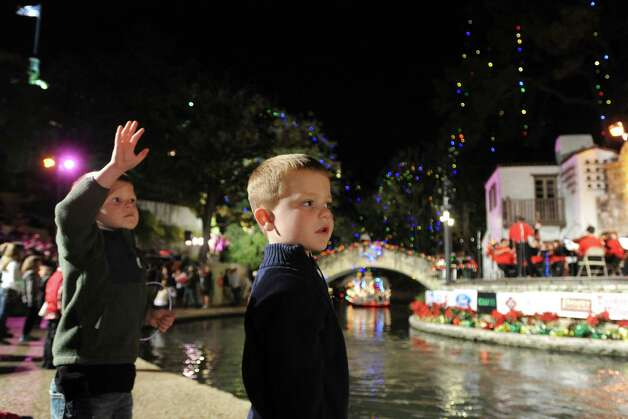 Grant Franklin, left, and Stone Poteet watch the 30th annual Ford Holiday River Parade & Lighting Ceremony on the River Walk in downtown San Antonio on Friday, Nov. 23, 2012. Photo: Billy Calzada, San Antonio Express-News / SAN ANTONIO EXPRESS-NEWS