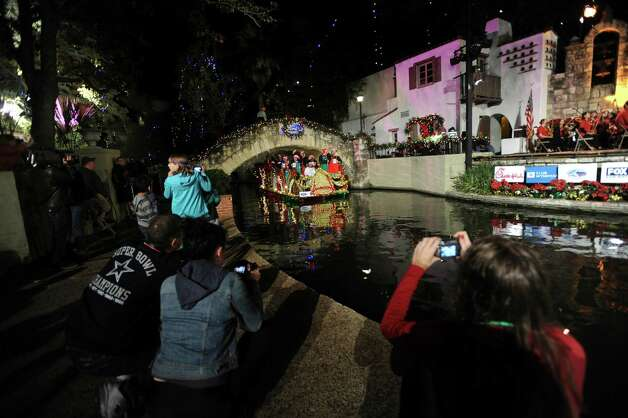 People photograph the 30th annual Ford Holiday River Parade  & Lighting Ceremony on the River Walk in downtown San Antonio on Friday, Nov. 23, 2012. Photo: Billy Calzada, San Antonio Express-News / SAN ANTONIO EXPRESS-NEWS