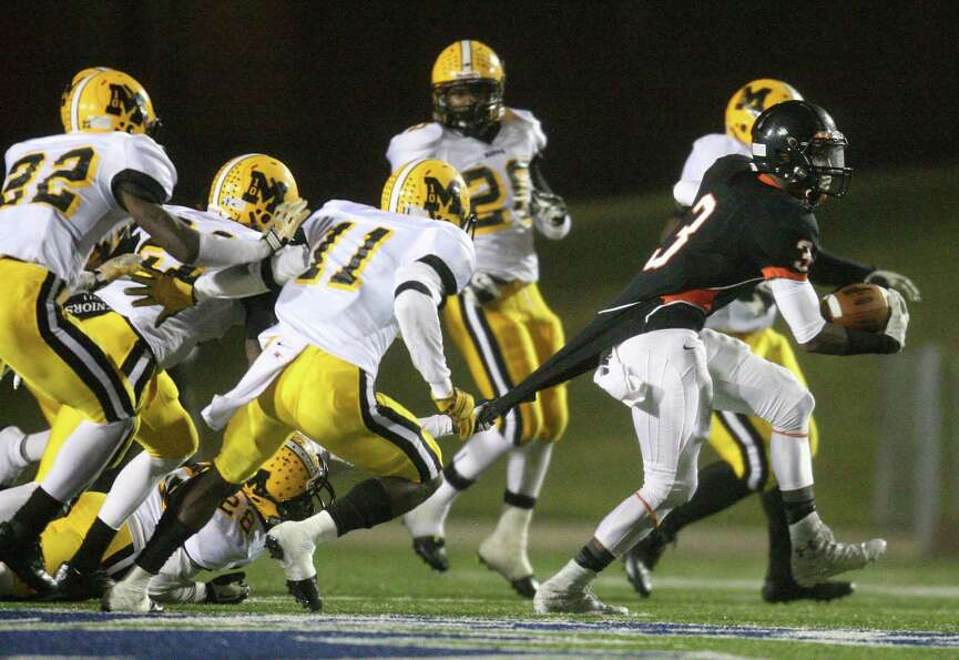 Texas City wide receiver Armanti Foreman (3) escapes the tackle of Fort Bend Marshall linebacker Jos