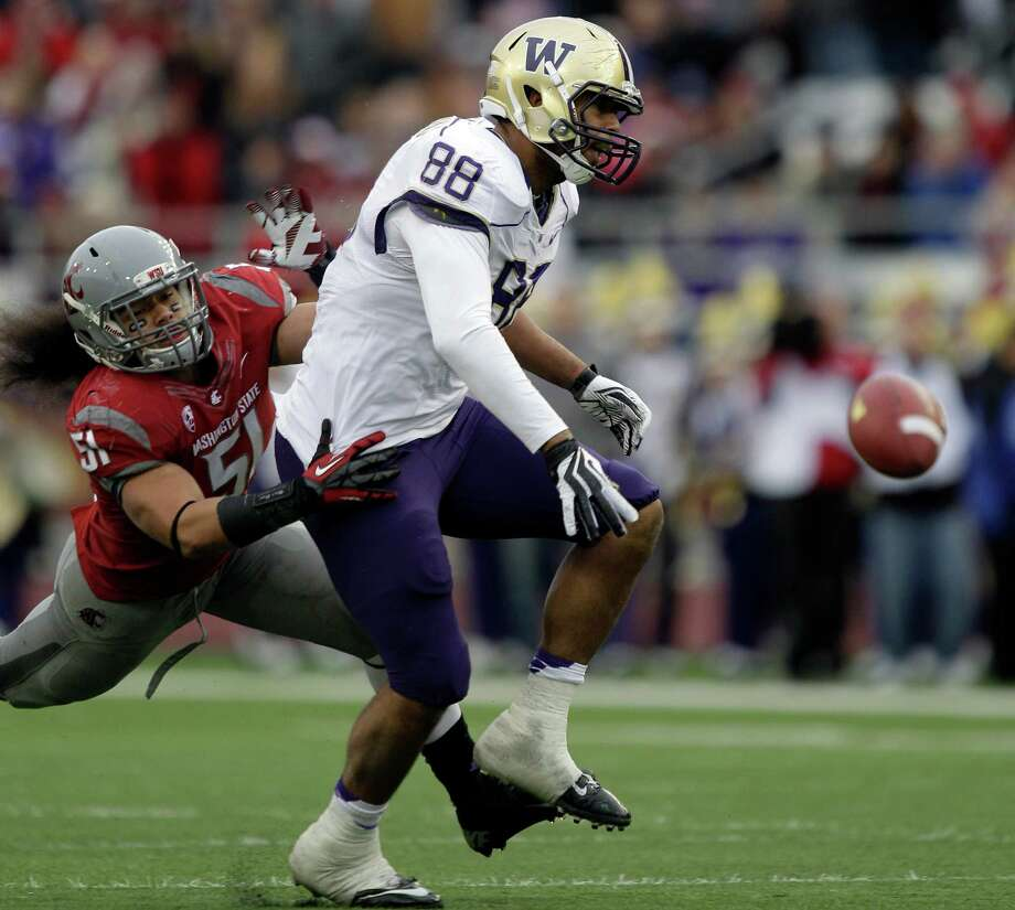 Washington's Austin Seferian-Jenkins (88) fails to catch a pass as Washington State's Justin Sagote (51) defends in the first half. Photo: AP