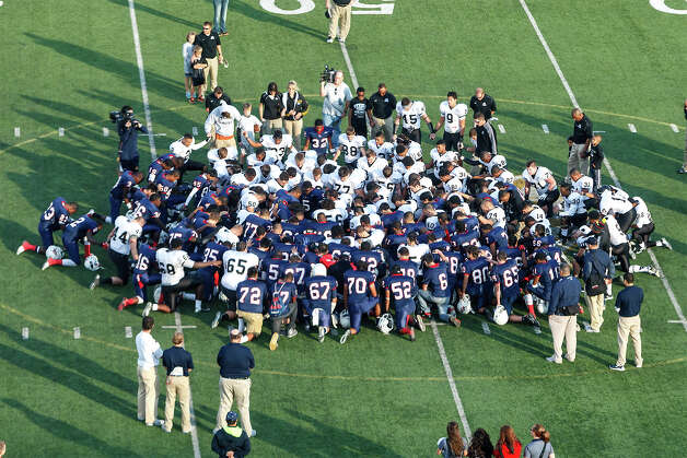 The Steele Knights and Roosevelt Rough Riders meet at midfield for a prayer following their Class 5A Division II second round playoff game at Heroes Stadium on Nov. 23, 2012.  MARVIN PFEIFFER/ mpfeiffer@express-news.net Photo: MARVIN PFEIFFER, Express-News / Express-News 2012