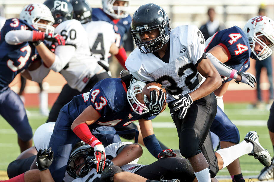 Steele's Keshawn Brown (32) takes off on a 52-yard touchdown run during the fourth quarter of their Class 5A Division II second round playoff game with Roosevelt at Heroes Stadium on Nov. 23, 2012.  Steele won the game 45-0.  MARVIN PFEIFFER/ mpfeiffer@express-news.net Photo: MARVIN PFEIFFER, Express-News / Express-News 2012