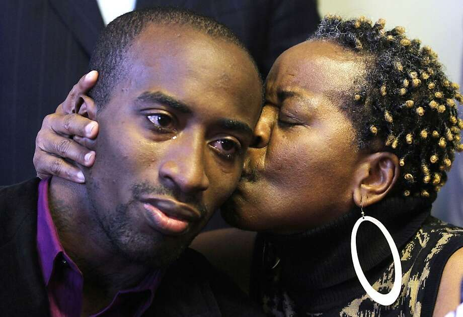 Jabin Bogan, 27, of Dallas, receives a kiss from his mother, Aletha Smith, right, during a news conference shortly after returning to the United States, Friday, Nov. 23, 2012, in El Paso, Texas, following his last week release from a Mexican maximum security prison. The Dallas trucker was imprisoned for months in Mexico on accusations that he had tried to smuggle in assault rifle ammunition. The ammunition belonged to United Nations Ammunition. Photo: Victor Calzada, Associated Press