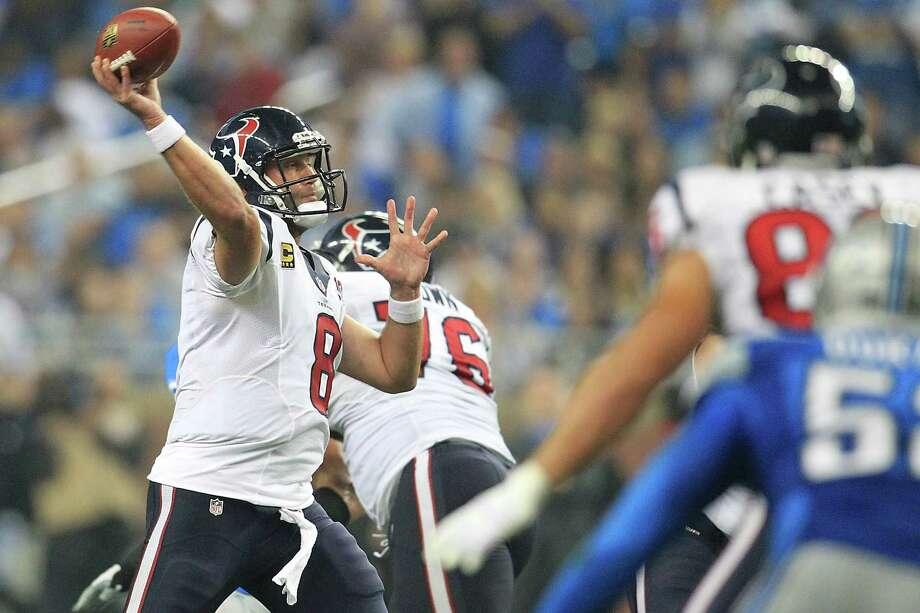 Texans quarterback Matt Schaub drops back to pass during the fourth quarter. Photo: Karen Warren, Houston Chronicle / © 2012  Houston Chronicle