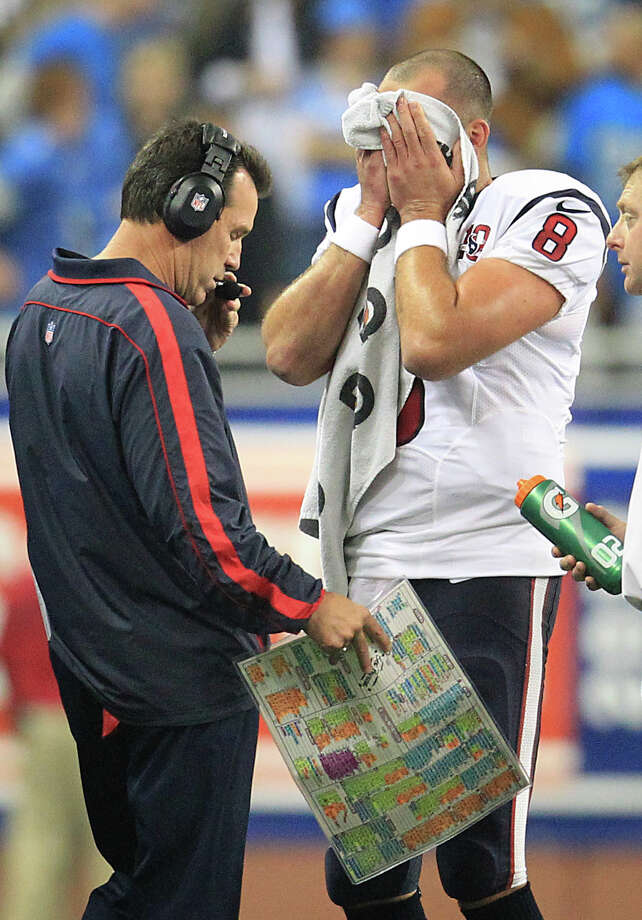 Texans quarterback Matt Schaub wipes his face during a time out. Photo: Karen Warren, Houston Chronicle / © 2012  Houston Chronicle