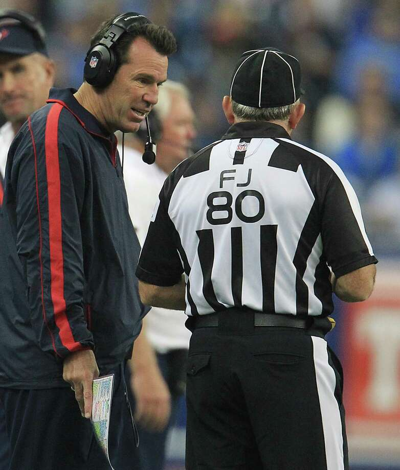 Texans head coach Gary Kubiak argues a call during the fourth quarter. Photo: Karen Warren, Houston Chronicle / © 2012  Houston Chronicle