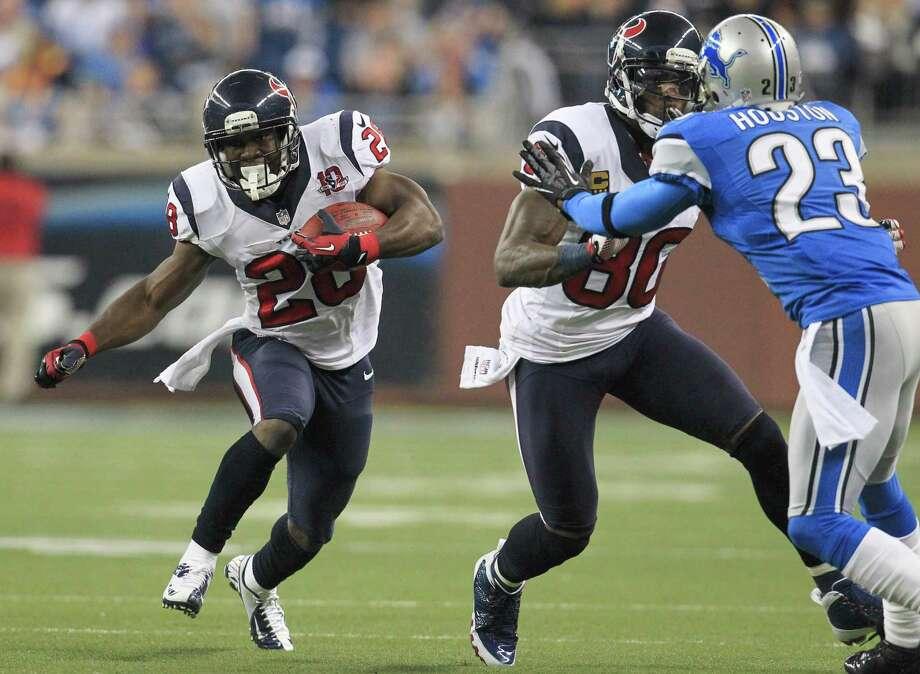 Texans running back Justin Forsett (28) runs up the middle during the second quarter. Photo: Karen Warren, Houston Chronicle / © 2012  Houston Chronicle