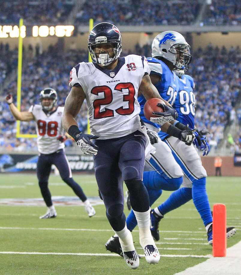 Texans running back Arian Foster (23) scores on a second quarter touchdown run. (Karen Warren / Houston Chronicle)