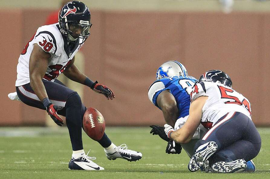 Texans free safety Danieal Manning (38) and linebacker Barrett Ruud (54) bring down Detroit Lions ti