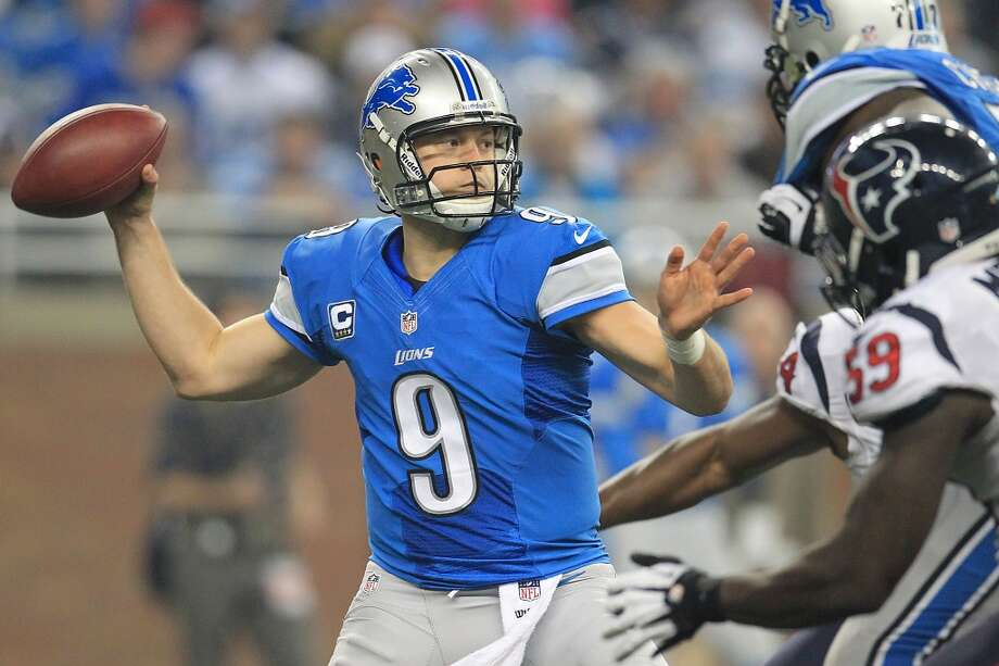 Lions quarterback Matthew Stafford drops back to pass during the third quarter. (Karen Warren / Houston Chronicle)