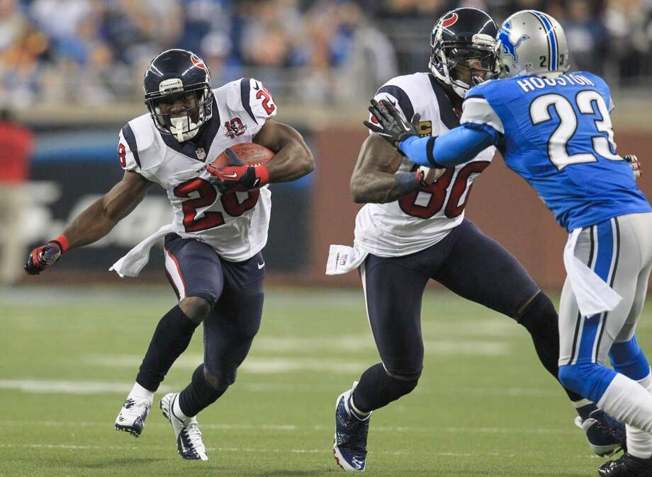 Texans running back Justin Forsett (28) runs up the middle during the second quarter. (Karen Warren / Houston Chronicle)