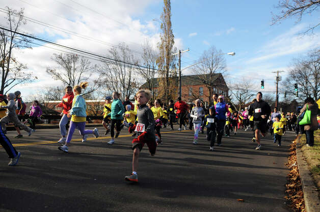 The Greenwich Alliance for Education hosts its second Turkey Trot at Roger Sherman Baldwin Park in Greenwich, Conn., Nov. 24, 2012. Threads and Treads ran the event which raised money for Greenwich public school educational programs. Photo: Keelin Daly / Stamford Advocate Riverbend Stamford, CT