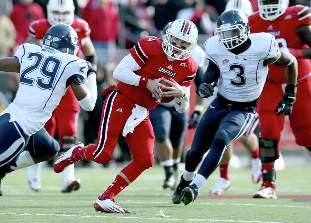 LOUISVILLE, KY - NOVEMBER 24:  Will Stein #4 of the Louisville Cardinals runs with the ball during the game against the Connecticut Huskies at Papa John's Cardinal Stadium on November 24, 2012 in Louisville, Kentucky.  (Photo by Andy Lyons/Getty Images) Photo: Andy Lyons, Getty Images / 2012 Getty Images