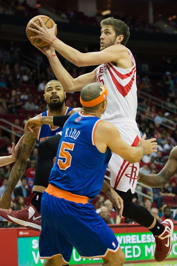 Rockets forward Chandler Parsons (25) drives to the basket past New York Knicks point guard Jason Kidd (5). (Smiley N. Pool / Houston Chronicle)