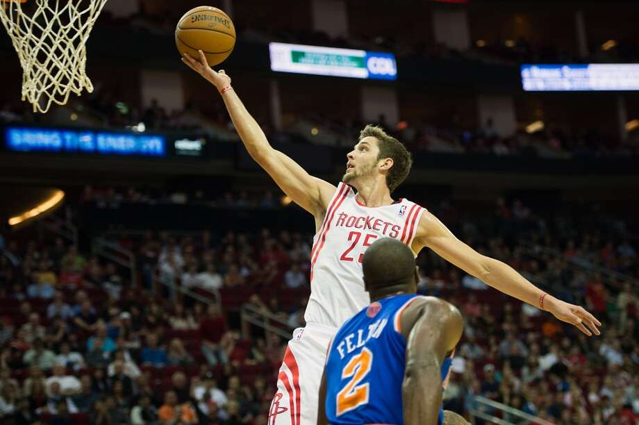Rockets small forward Chandler Parsons (25) goes up for a layup past New York Knicks point guard Raymond Felton (2). (Smiley N. Pool / Houston Chronicle)