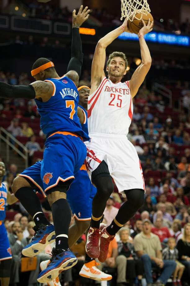 Rockets forward Chandler Parsons (25) shots over Knicks small forward Carmelo Anthony (7). (Smiley N. Pool / Houston Chronicle)