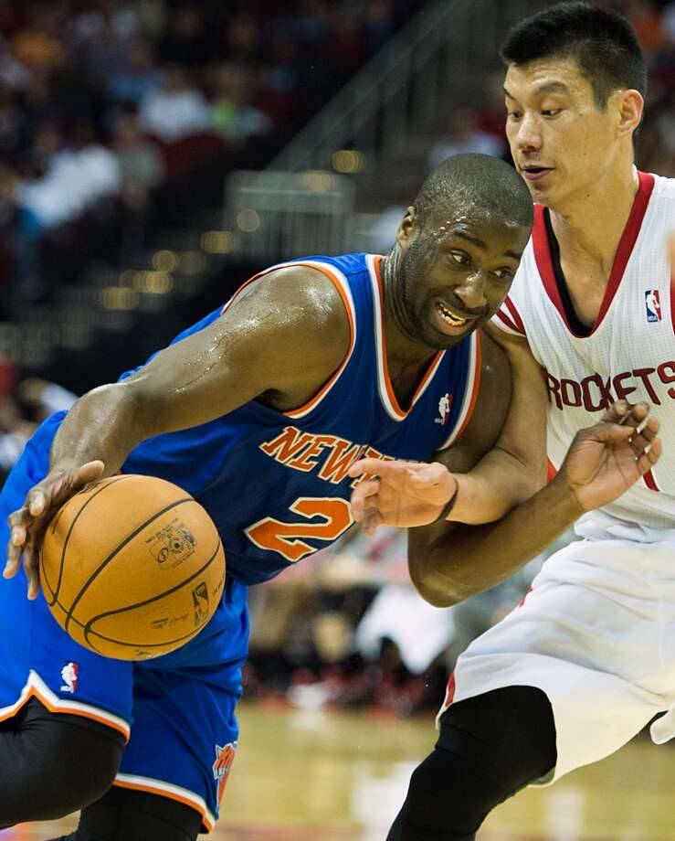 Knicks point guard Raymond Felton (2) tries to drive around Rockets point guard Jeremy Lin (7). (Smiley N. Pool / Houston Chronicle)