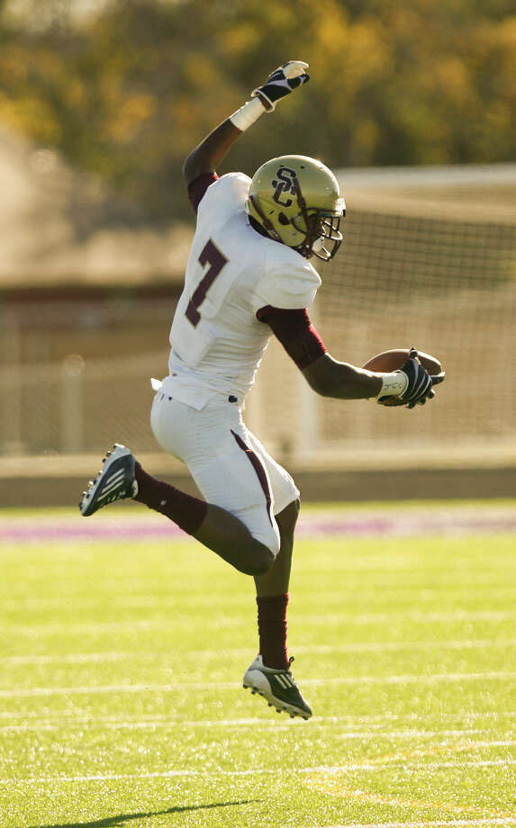 Summer Creek receiver Gregory Hogan comes down with a high pass for a first downquarter of a Class 4A Division I area round playoff game, Saturday, Nov. 24, 2012, in College Station. Photo: Nick De La Torre, Houston Chronicle / © 2012  Houston Chronicle