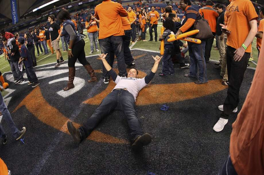 Rico Valdez celebrates on the Roadrunner logo after UTSA's victory over Texas State at the Alamodome on Saturday, Nov. 24, 2012. The Roadrunners defeated the Bobcats 38-31. (Kin Man Hui / San Antonio Express-News)