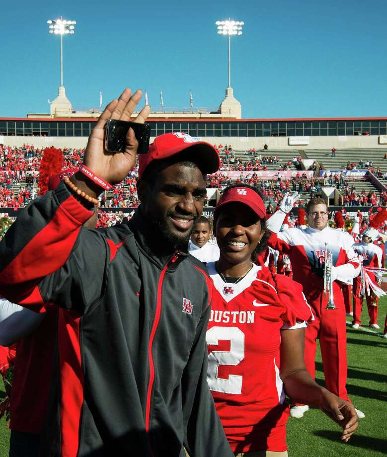 Houston cornerback D.J. Hayden waves to the crowd after being recognized before a college football game against Tulane at Robertson Stadium, Saturday, Nov. 24, 2012, in Houston. Hayden had surgery to repair a tear in the main blood vessel that leads to the heart, an injury suffered when he collided with a teammate during practice earlier this month. Photo: Smiley N. Pool, Houston Chronicle / © 2012  Houston Chronicle