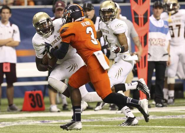 UTSA against Texas State in the first half of their game at the Alamodome on Saturday, Nov. 24, 2012. (Kin Man Hui / San Antonio Express-News)