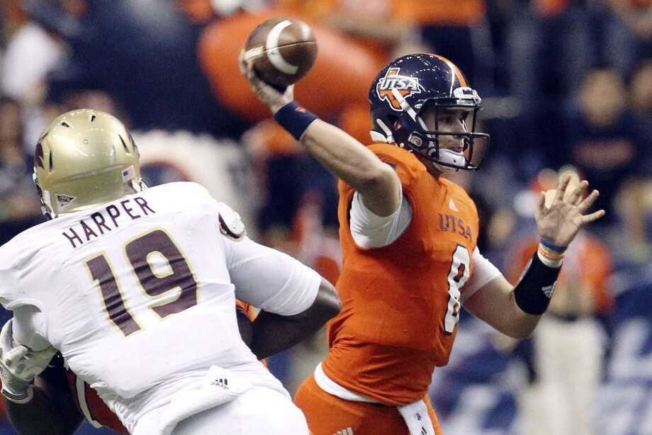 UTSA's Eric Soza (08) makes a throw against Texas State in the first half of their game at the Alamodome on Saturday, Nov. 24, 2012. (Kin Man Hui / San Antonio Express-News)