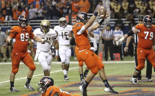 UTSA quarterback Eric Soza strolls in for a touchdown against Texas State in the second half of their game at the Alamodome on Saturday, Nov. 24, 2012. The Roadrunners defeated the Bobcats 38-31. (Kin Man Hui / San Antonio Express-News)