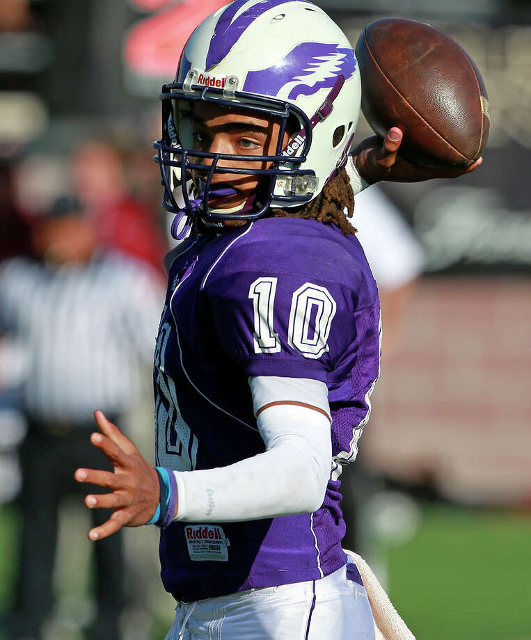Ramon Richards throws for the Eagles as Brackenridge loses to Leander Rouse 35-14 at Bobcat Stadium in SanMarcos on November 24, 2012. Photo: Tom Reel, Express-News / ©2012 San Antono Express-News