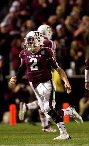 Texas A&M quarterback Johnny Manziel (2) runs to the bench after throwing a touchdown pass during the second quarter of a NCAA football game against Missouri, Saturday, Nov. 24, 2012, in Kyle Field in College Station. Photo: Nick De La Torre, Houston Chronicle / © 2012  Houston Chronicle
