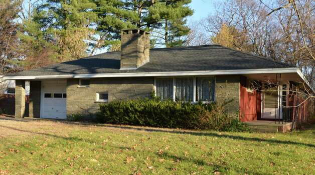 Vacant house at 5 Gabriel Terrace in Guilderland Wednesday Nov. 21, 2012.  (John Carl D'Annibale / Times Union) Photo: John Carl D'Annibale / 00020209A
