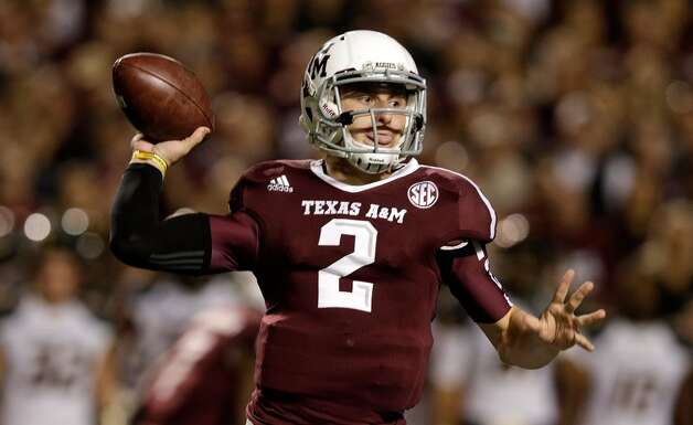 Johnny Manziel #2 of the Texas A&M Aggies looks to pass during their game against the Missouri Tigers at Kyle Field on November 24, 2012 in College Station, Texas.   (Scott Halleran / Getty Images)