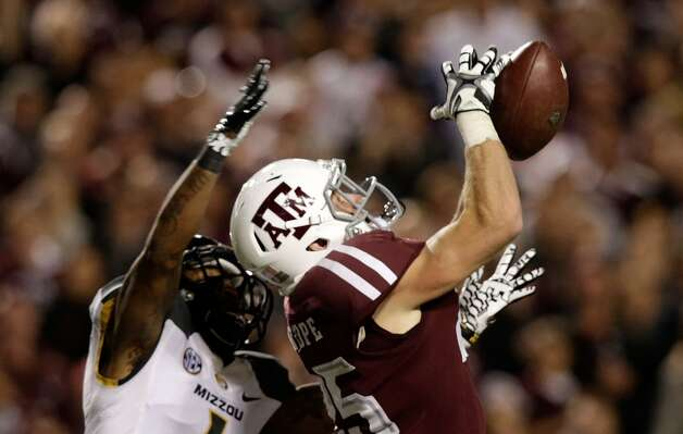Ryan Swope #25 of Texas A&M Aggies jumps for a ball in front of Kip Edwards #1 of the Missouri Tigers at Kyle Field on November 24, 2012 in College Station, Texas.  (Scott Halleran / Getty Images)