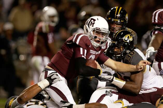 Johnny Manziel #2 of the Texas A&M Aggies scores a fourth quarter touchdown during their game against the Missouri Tigers at Kyle Field on November 24, 2012 in College Station, Texas.   (Scott Halleran / Getty Images)