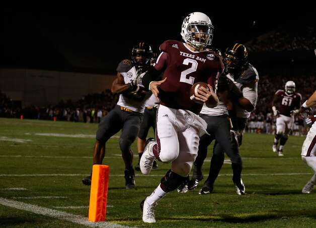 Johnny Manziel #2 of the Texas A&M Aggies runs for a third quarter touchdown during their game against the Missouri Tigers at Kyle Field on November 24, 2012 in College Station, Texas.  (Scott Halleran / Getty Images)