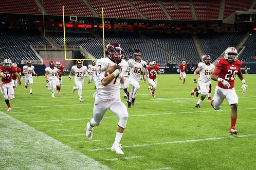 Deer Park quarterback Josh Rutherford breaks free. Photo: Smiley N. Pool, Houston Chronicle / © 2012  Houston Chronicle