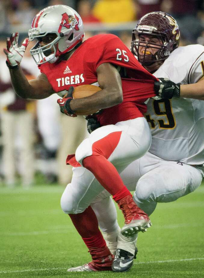 Travis running back Darius Bowen (25) is brought down by Deer Park defensive lineman Stephan Gehringer. Photo: Smiley N. Pool, Houston Chronicle / © 2012  Houston Chronicle