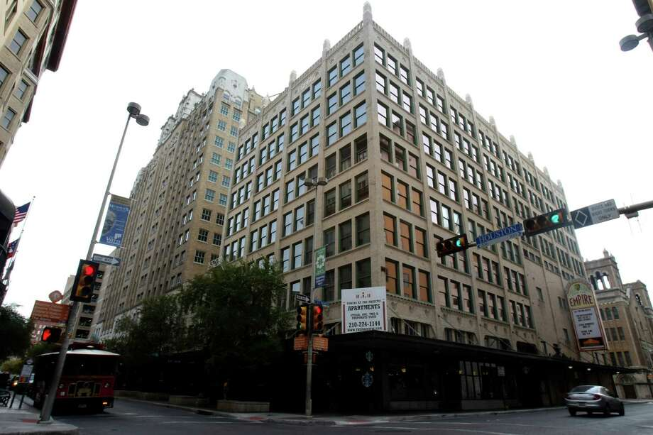 Constructed as an office building in 1913, the Brady Building 202 E. Houston St. now serves as apartments. Photo: Helen L. Montoya, San Antonio Express-News / ©SAN ANTONIO EXPRESS-NEWS