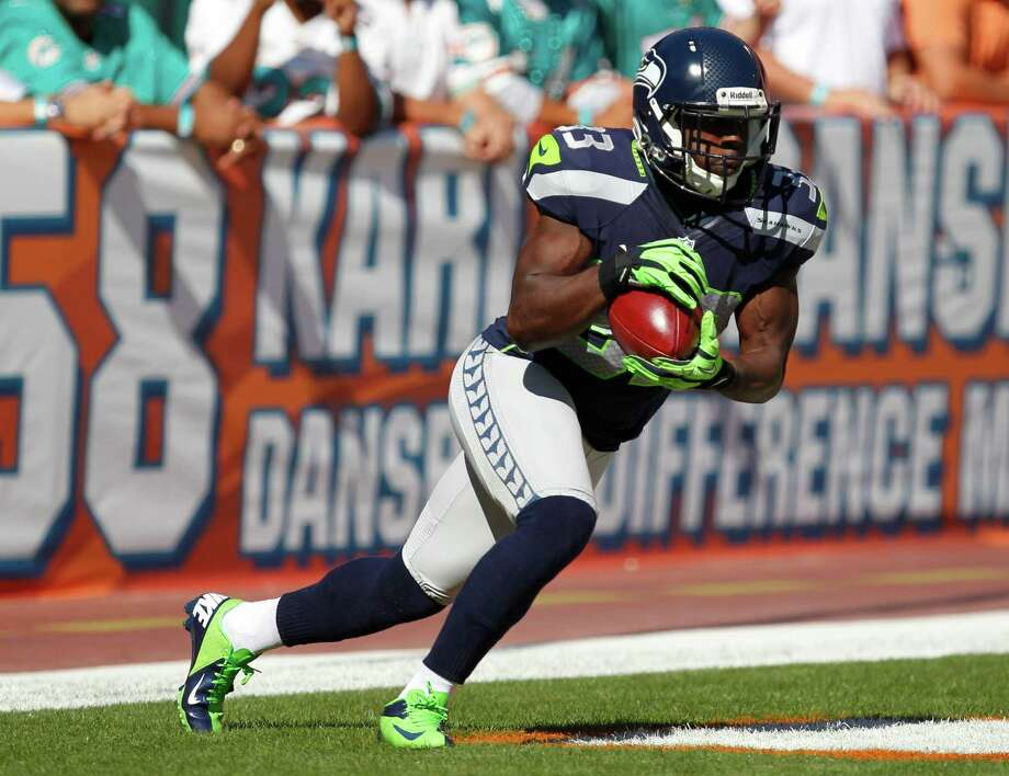 Seattle Seahawks running back Leon Washington (33) returns the ball during the first half of an NFL football game against the Miami Dolphins, Sunday, Nov. 25, 2012 in Miami. Photo: AP