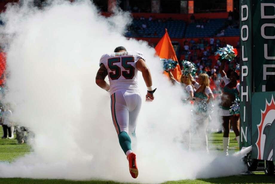 Miami Dolphins outside linebacker Koa Misi is introduced before an NFL football game against the Miami Dolphins, Sunday, Nov. 25, 2012 in Miami. Photo: AP