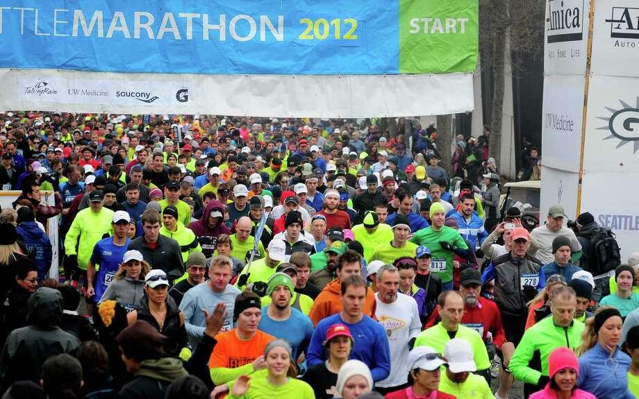 Runner start  the full Seattle Marathon. Photo: Lindsey Wasson  / SEATTLEPI.COM