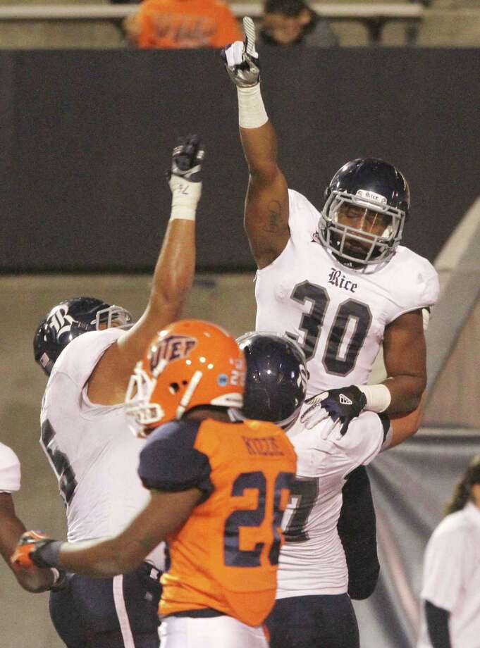 Rice's Jeremy Eddington (30) celebrates one of his two touchdowns against UTEP on Saturday night. Photo: Victor Calzada, MBI / El Paso Times