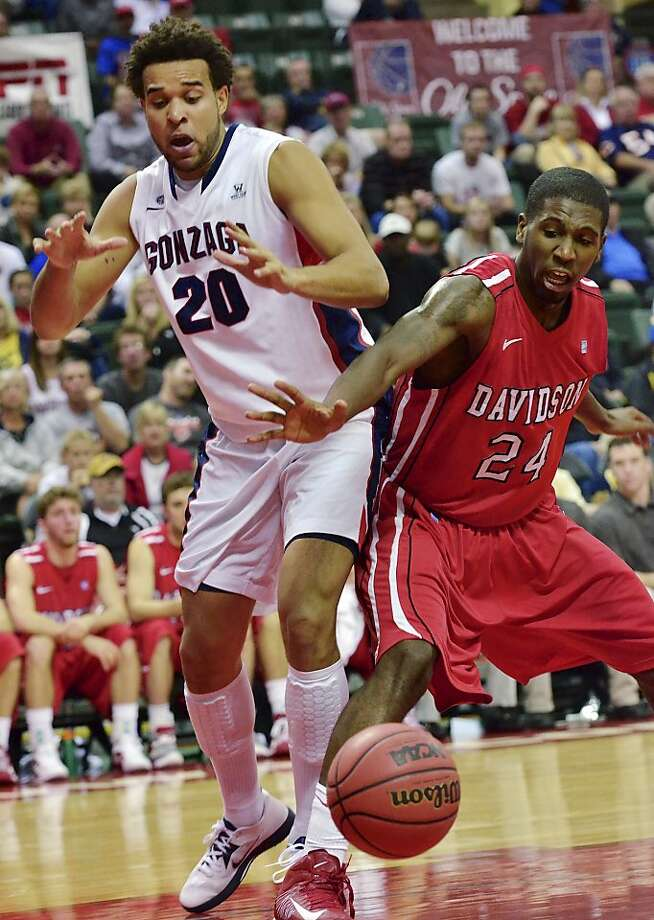 Gonzaga's Elias Harris and Davidson's De'Mon Brooks reach for a loose ball in the Zags' Old Spice Classic title-game win. Photo: Roberto Gonzalez, Associated Press