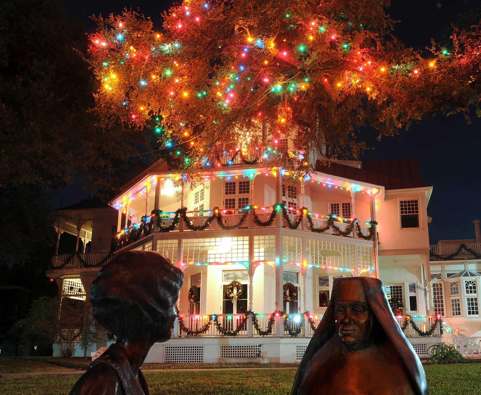 Christmas Lights At University Of Incarnate Word   San Antonio Express News
