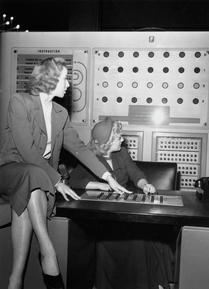 London Windmill Theatre girls Wanda Altar and Rae Berry play a game called 'Nim' on the Ferranti Nimrod Digital Computer on June 14, 1951, during the Science Museum Festival of Britain Exhibition. Photo: John Pratt, Getty Images / Hulton Archive