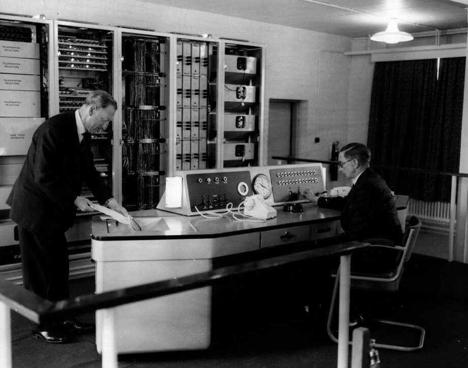 "A computer known as 'Ernie"" (Electronic Random Number Indicator Equipment) picks random numbers for the First Premium Savings Bond draw on May 31, 1957 in England. Photo: Keystone, Getty Images / Hulton Archive"