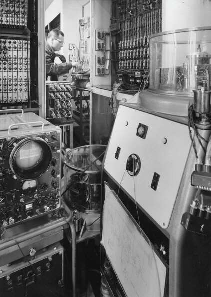 A Hungarian computer operates at the Hungarian Academy of Science on July 4, 1962.